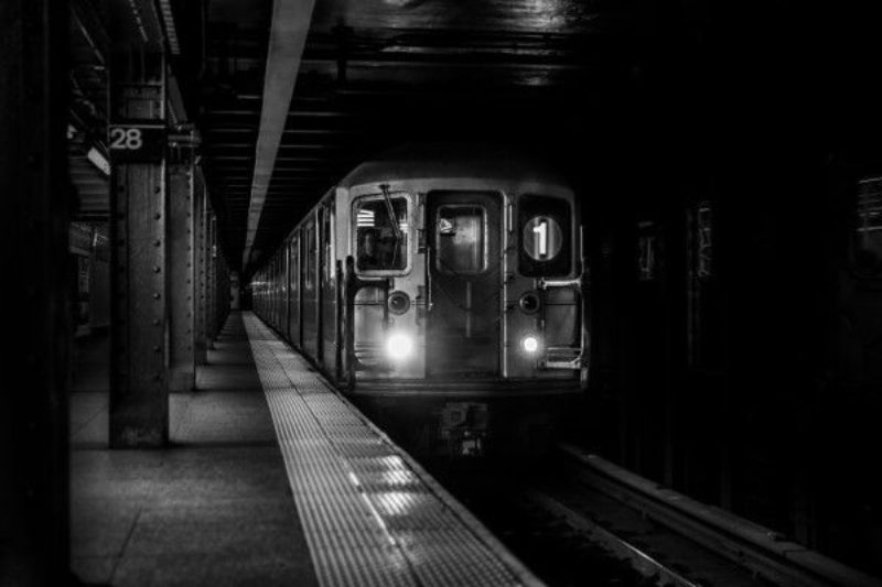 gratisography-subway-train-arrival-thumbnail-small